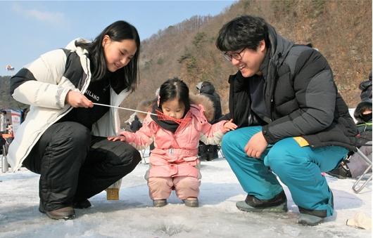 산천어 축제엔 '가족'이 있다