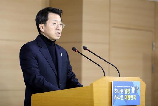 북 예술단 파견 관련 통지문 발표하는 백태현 대변인
